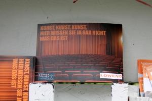 Postkartenwerbung des Zimmertheaters Tübingen.