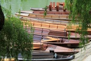 Stocherkähne sind Flachboote, die auf dem Neckar in Tübingen durch Stocherstangen oder Staken fortbewegt werden. Alljährlich findet das weit bekannte Stocherkahnrennen statt.