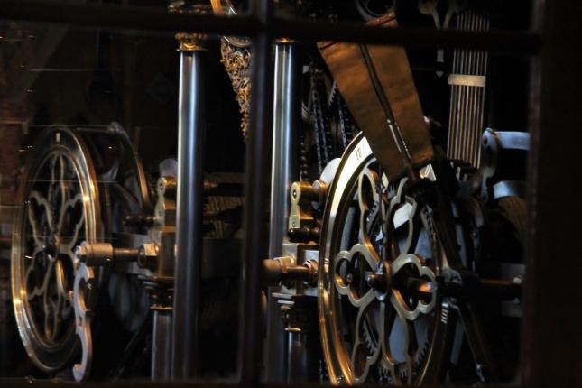 (c) jbs Im Glockenturm des Freiburger Münsters. Das Gedicht von Paul Heyse hing dort neben diesem Uhrwerk.